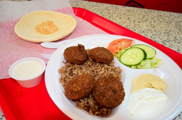 Chicago Apartments, Lincoln Park Food, The Great Falafel, Wing Stop