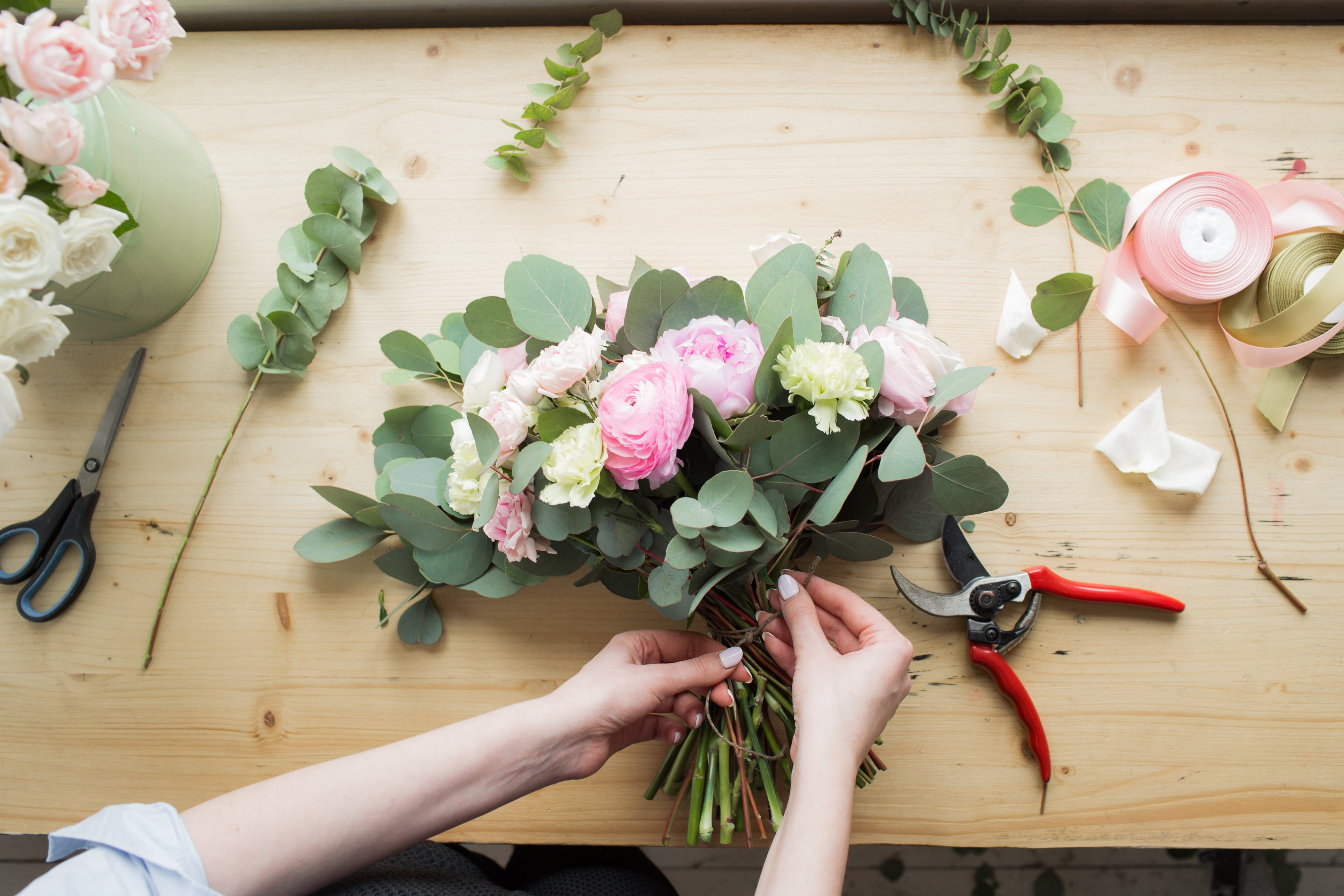 Build Your Own Spring Bouquet With These Basic Floral